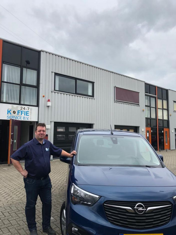 nieuwe auto, full-options, trots, 24-7, 24-7 koffie service, koffie